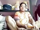 TIRUNELVELI TAMIL DELPHINE AUNTY SHOWING PUSSY HOLE