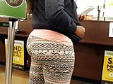 Big booty show off at Krogers...Leggings exclusive