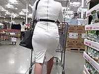 Sexy walking MILF in tight dress and nice panty lines